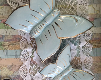 Gorgeous vintage butterfly vase / Stunning vintage wall hanging posy flower vase / baby blue vintage butterfly vase/ vintage posy vase