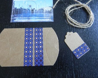 1 box + tag + string blue and gold measuring 9 cm x 7 cm