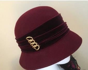 CLEARANCE SALE Vintage 50s Toucan Collection Cloche Burgundy Hat with Gold Brooch