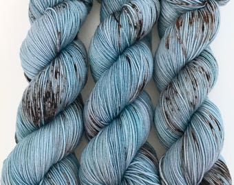 "Hand Dyed Yarn Blue Brown Grey Speckled Merino Fingering Yarn Superwash 438yds 100g ""Chinook"""