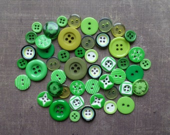 40 round mixed size pattern colour green buttons