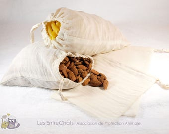 Bags in bulk in cotton net to buy food by weight