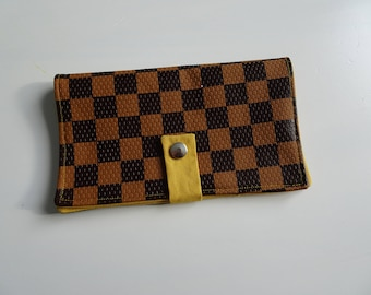 Brown and black checkered similcuir checkbook cover