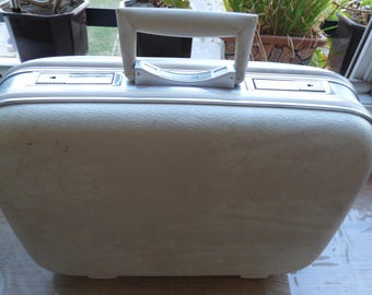 vintage A sturdy suitcase GLOBETROTTER discount was 33 naw is 25