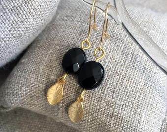 Gold plated and Onyx - earrings small nature - gold plated leaf and stone semi - precious Onyx Style minimalist