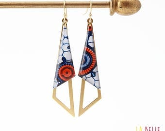 Earrings are made of resinees pattern wax