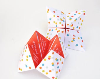 Birthday invitation in the shape of pine cones - monkey x ChezBogato - Red
