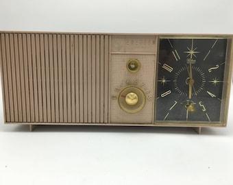 Emerson Lifetimer I model G 1704 pink vintage 1952 clock radio. Works!