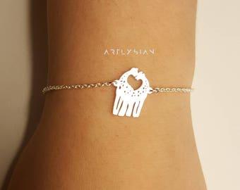 Giraffe Bracelet, Cute giraffe bracelet, bracelet giraffe, tiny giraffe bracelet, silver giraffe bracelet, giraffe charm giraffe accessories
