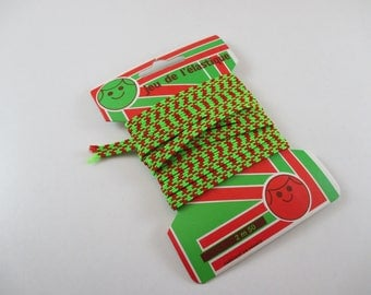 Set of elastic, lime green and Red Coupon 2.50 meters.