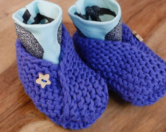 Baby Shower Gift Baby Blue Booties Baby Shoes Organic Cotton Hand Knitted Baby Slippers with Wooden Star Buttons