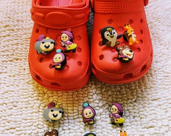 1 Set Complete Sandal Shoes Kids And 6 Masha And The Bear  Charms, Unisex, Different Sizes And Colors