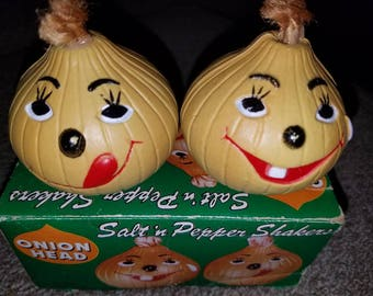 Salt and Pepper Shaker Anthropomorphic Onion Heads Plastic