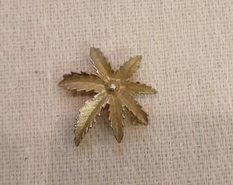 Vintage Brooch, Leaves, gold toned