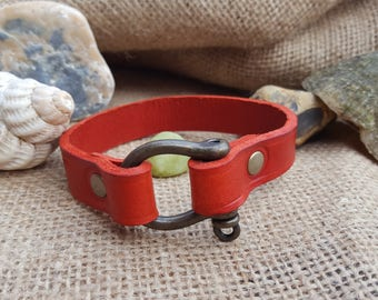 Leather bracelet with metal clasp