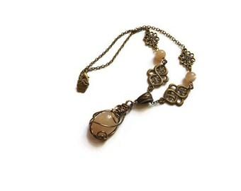 """Collier ras de cou wire wrapping, enroulage de fil de laiton, métal bronze et pierre de lune naturelle, """"Idril"""""""