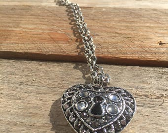 Long silver chain with heartlocket pendant charm