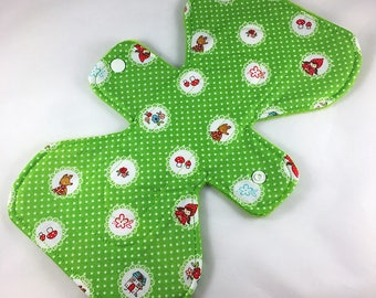 """Red Riding Hood - Green - 9.5"""" inch - 2L- Reusable Cloth Pad"""