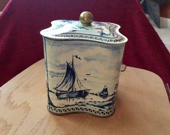 Vintage Delft-like tin