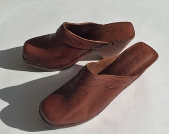 Vintage 70s (size 10B) brown leather wood clog | platform western clog | hippie square toe clog | vintage leather mule