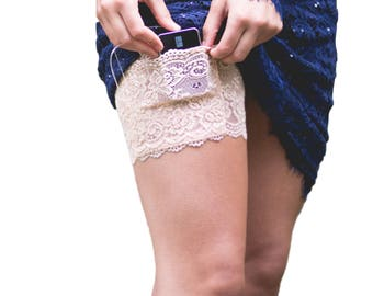Pocket Lace Garter for Smart Phone- White Stretch Lace. Cell phone cases and smart phone hacks are all right here!