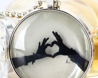 Heart hands / glass cabochon necklace