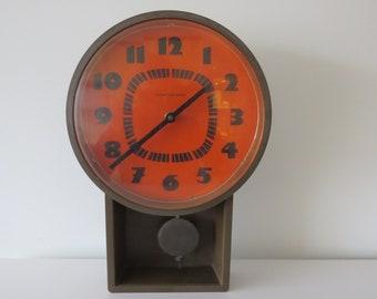 United clockworks vintage Plastic clock. Space age. Mid Century. 70 's
