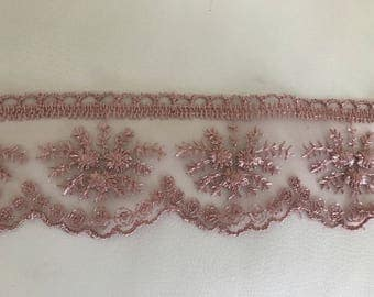 Ribbon lace 5.5 cm about old pink tulle