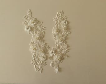 Applique with flowers in 3D and pearls, rhinestones 26 * 7 cm off white
