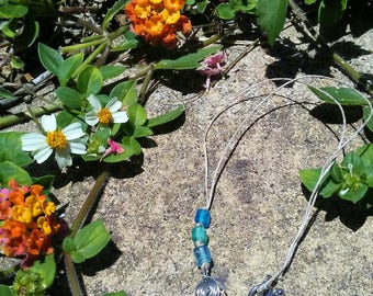 Seashell wire wrap + blue beads