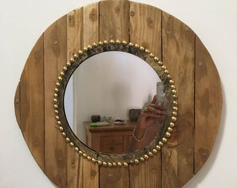 Mirror made of recycled wood pallets