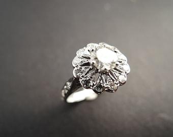 Very beautiful old diamond ring. 18K white gold.