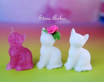 Resin cat figurines
