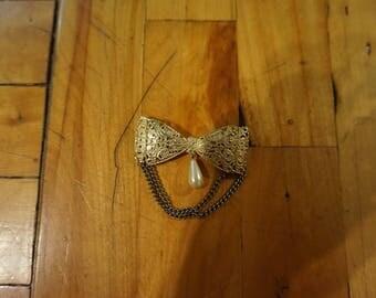 Vintage Buckle Brooch Golden
