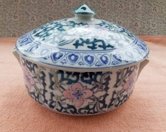 """Vintage Chinese Handled Serving Bowl With Lid 7.25"""" x 3.25"""" - Good Condition"""