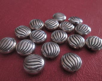 Set of 2 beads round flower acrylic silver 14 mm in diameter