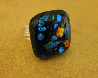Ring fused glass, multicolored adjustable support