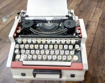 Portable TYPEWRITER Red Manual Typewriter  Olympia traveller de luxe UNIS tbm de luxe Functioning  Typewriter with plastic case home decor