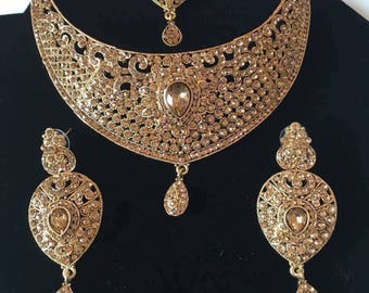 Beautiful gold plated set with earrings