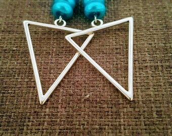 Blue flat beads and triangle earrings