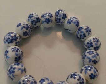 Classic antique blue and white glass bead bracelet
