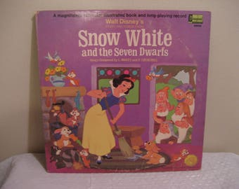 WALT DISNEYS snow white and the seven dwarfs, lp (record) with a read-along booklet