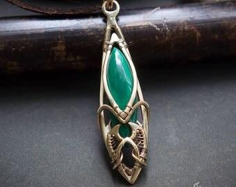 Malachite wire wrapped pendant // Malachite wire wrap necklace // Malachite jewelry // Malachite thin golden brass pendant // Green pendant