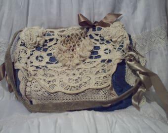 Pretty handbag in denim and crochet