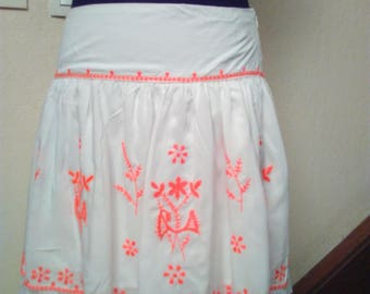 Skirt embroidered viscose and white lace