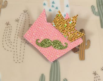 Sequined head cat with whiskers and pink wreath pin