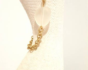 Gold chain bracelet with white frosted bead. Small 19cm length