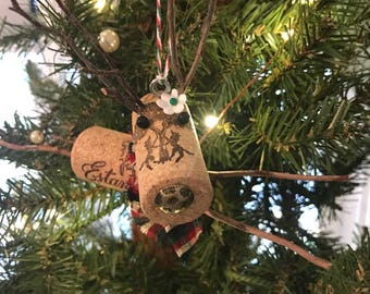 Wine Cork Reindeer Ornament with Daisy