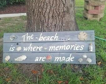 Beach Memorie sign with seashells