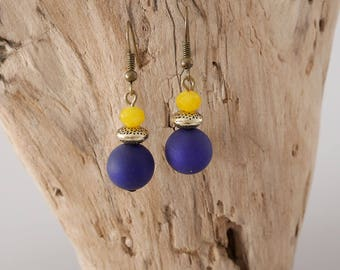 Earrings gold and indigo blue pearls, yellow curry (BO108)